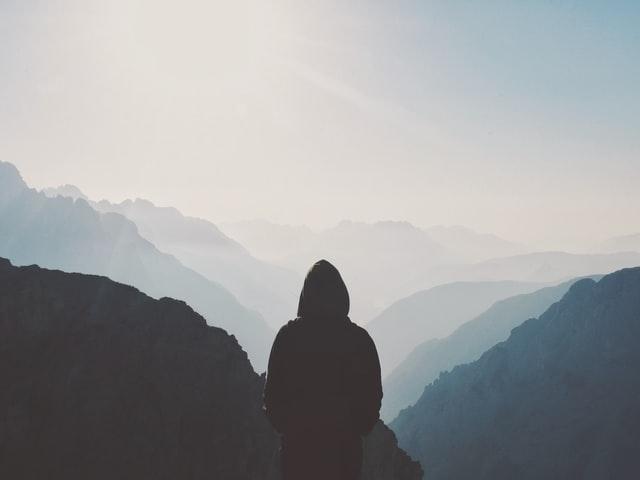 Oorzaken van eenzaamheid bij jongeren